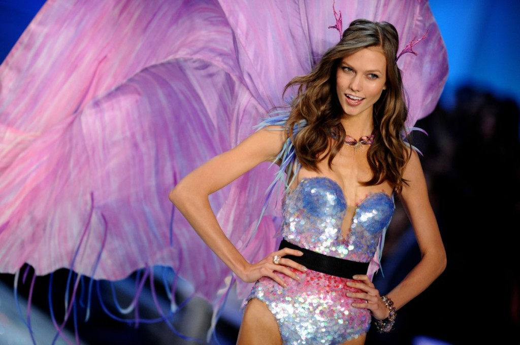 karlie-kloss-victoria-secret-fashion-show-2011-p45